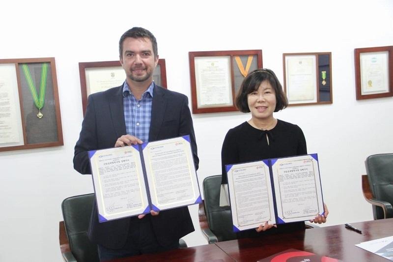 Se firmó convenio entre la CCB y gremio coreano
