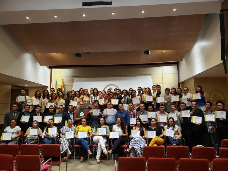 Empresarios y estudiantes fueron certificados por sus aportes al fortalecimiento corporativo