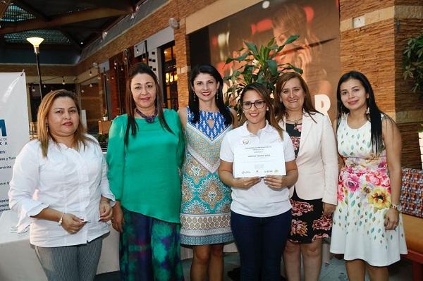 """La Cámara de Comercio de Bucaramanga, el Centro Comercial Parque Caracolí, Fundesan y ECAM, beneficiaron a 15 emprendedores con la iniciativa: """"Impúlsate Ya"""""""